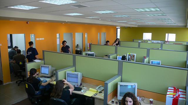 Trabajar en cub culos o en oficinas abiertas prevenblog for Cubiculos de oficina