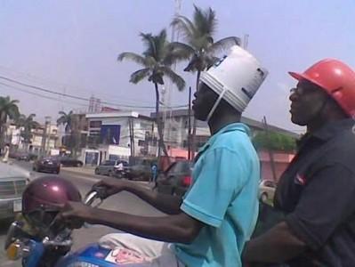 Casco de moto-tiesto