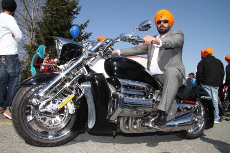 Usan casco los sikhs - Sikh-Motorcycle-Club