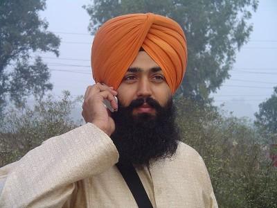 Usan casco los sikhs - Sikh_wearing_turban