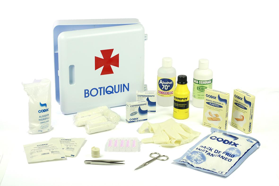 q contiene un botiquin de primeros auxilios
